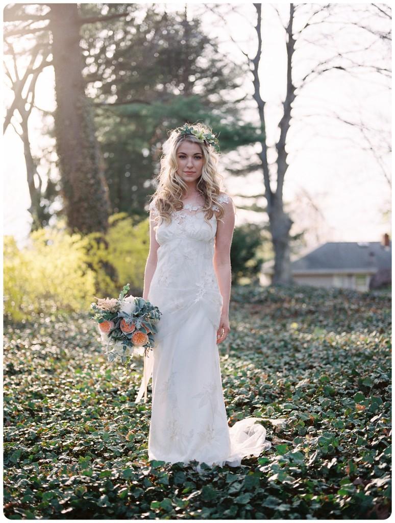 cmphoto_filmwedding_bridalportrait_bouquet