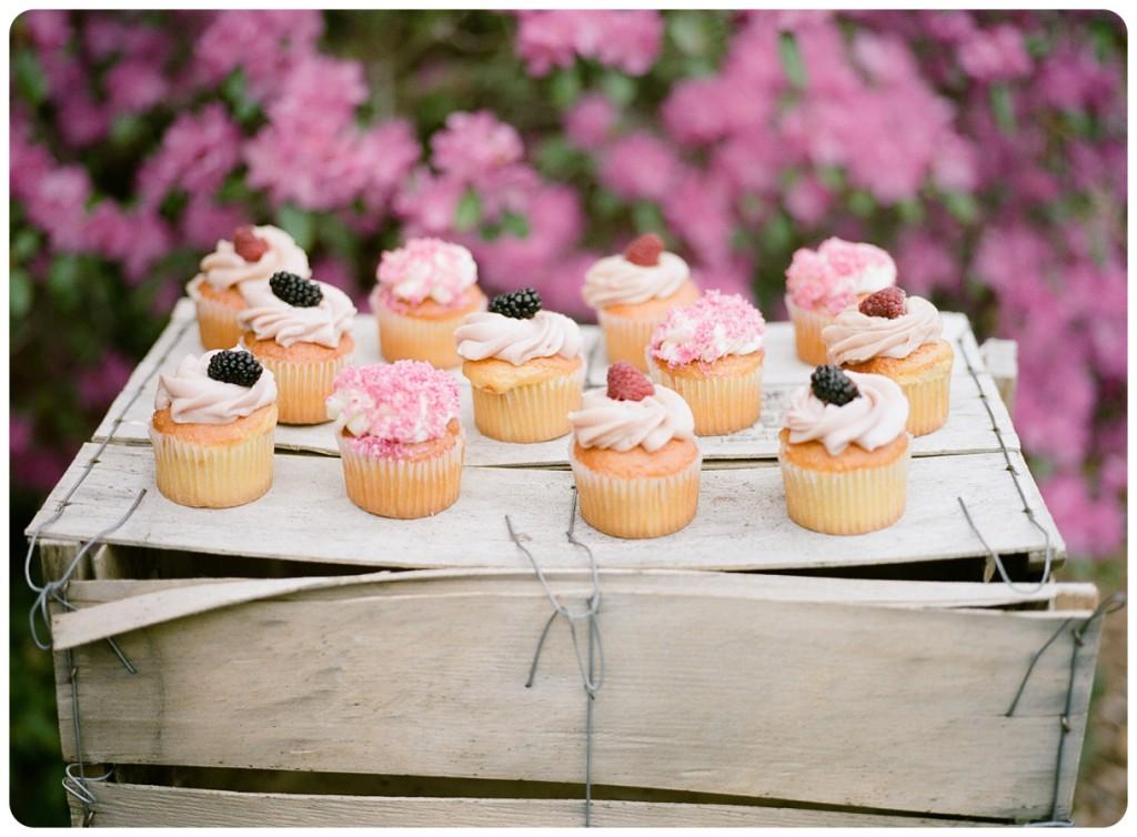 cmphoto_filmwedding_cupcakes